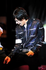 "Michael Jackson Impersonator Dances to ""Keep Your Panties Up and Your Skirt Down"""